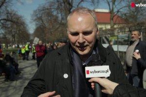 """Manifestacja KOD w rocznic� uchwalenia konstytucji. Jaros�aw Kurski: """"Musimy si� nastawi� na d�ugi marsz"""""""
