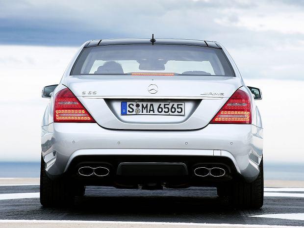 Topowa wersja S klasy to S 65 AMG z silnikiem V12,bi-turbo, 5980 cm3, 612 KM