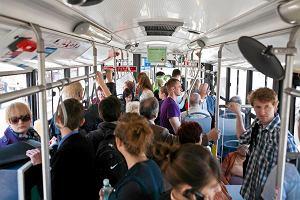 http://bi.gazeta.pl/im/5d/04/d2/z13763677M,W-autobusie-linii-130.jpg