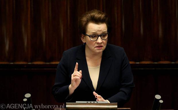 Sejm nie odrzucił projektu likwidującego gimnazja. Prawo oświatowe do komisji