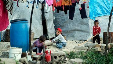 Syryjskie dzieci z obozu dla uchodźców Rihaniyya