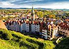 KLADSK� KOTLINA - KOTLINA K�ODZKA. Otoczona pi�cioma pasmami g�rskimi Sudet�w Kotlina K�odzka jest na pewno jedn� z najbardziej urokliwych dolin w po�udniowej Polsce. Wysoko�� g�r nie przekracza 1,5 tys. m n.p.m. Najwy�szy szczyt, �nie�nik, ma 1425 m n.p.m. Stolic� Kotliny K�odzkiej jest K�odzko z XVII-wieczn� twierdz� i zabytkow� star�wk�. Miasteczko le�y 200 km od Pragi.
