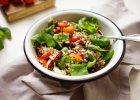 Jedzenie na czasie. Sałatka z quinoa i pomidorków