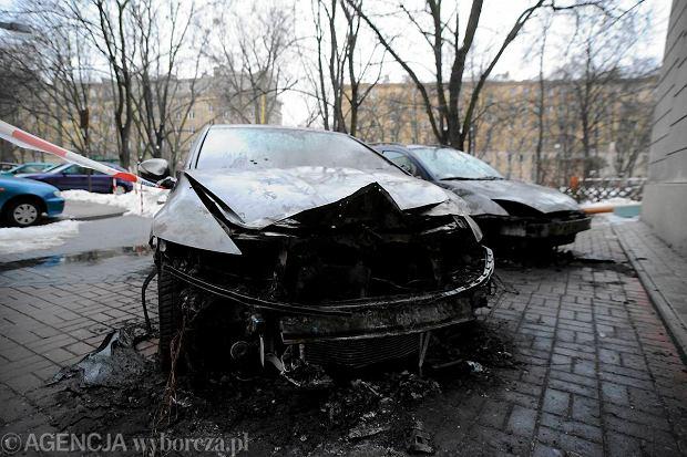 Spalone auta przy skwerze Oleandr�w