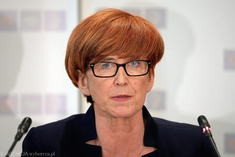 Minister rodziny w rządzie PiS Elżbieta Rafalska podczas konferencji prasowej kierownictwa ministerstwa rodziny, pracy i polityki społecznej. Warszawa, 25 kwietnia 2018