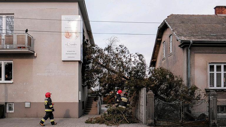 Strażacy usuwają skutki nawałnic
