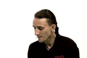 """""""Ja si� nie podda�em""""- m�wi Tomek Kowalski. Jest pierwszym artyst�, kt�ry zagra koncert w egzoszkielecie"""