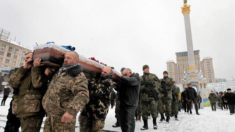 Pogrzeb ukraińskiego policjanta zastrzelonego przez snajpera w Donbasie