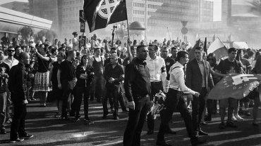 """Pami�� powsta�c�w uczcili pod celtyckim krzy�em. """"Kiedy zobaczy�em t� flag�, totalnie mnie zatka�o"""""""