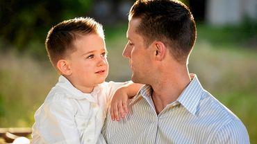 Dziecko jest ciekawe i chce wszystko wiedzieć, ale nie zawsze potrafi dotrzymać tajemnicy.