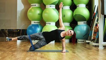 Trening funkcjonalny dla biegaczy z gumami miniband. Sara Szost