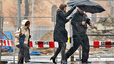 Pogoda. Synoptycy ostrzegają przed wiatrem. IMGW wydał ostrzeżenia I stopnia dla prawie całego kraju