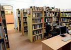 Bibliotekarka z Ciechanowa układała książki. Nie wiedziała, co może kryć się w Harlequinie