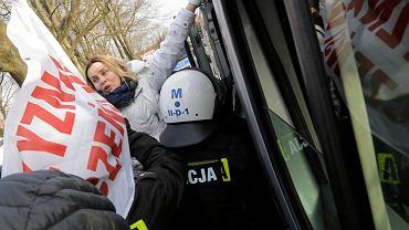 Policja usuwa Obywateli RP z trasy przemarszu nacjonalistów w Hajnówce