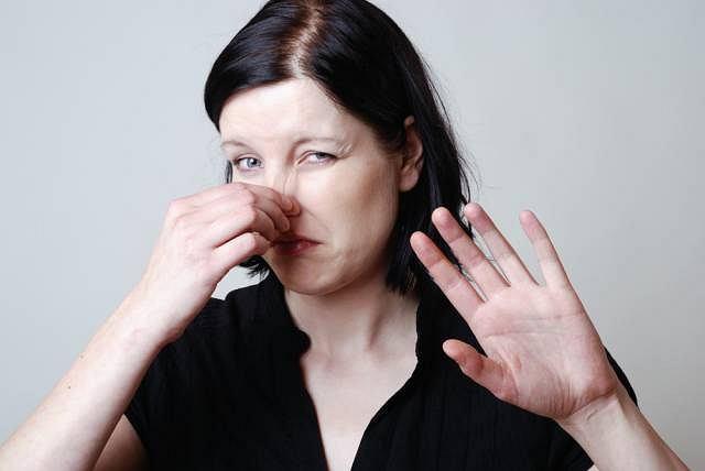 Częściowy zanik węchu może być powikłaniem po infekcji górnych dróg oddechowych