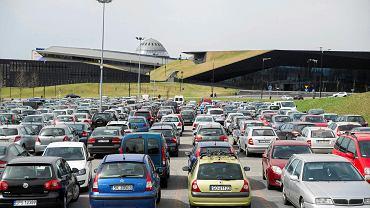 Po wybudowaniu centrów przesiadkowych w Katowicach, Strefa Kultury ma zostać objęta strefą płatnego parkowania