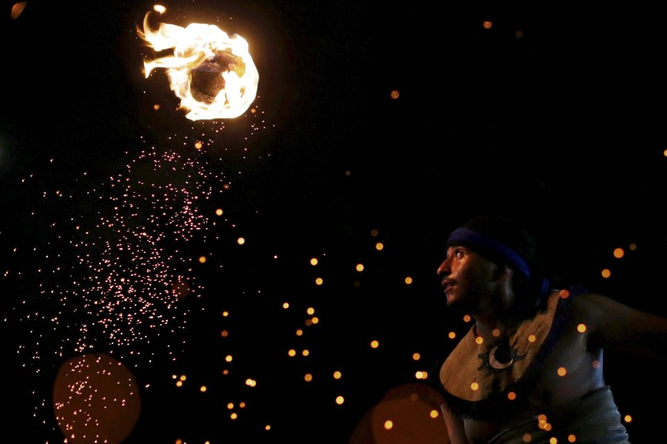 Zdjęcie numer 0 w galerii - Igrzyska Ludów Tubylczych. Płonący hokej, parada piękności i polowanie na rybę [ZDJĘCIA]