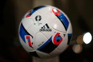 """Euro 2016. Beau Jeu (""""piękna gra"""") - oficjalna piłka na Euro. Na każdą pogodę"""