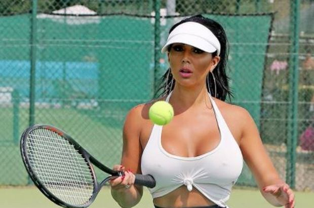 Grace J Teal półnaga zagrała w tenisa. Strój modelki wzbudził sensację