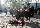 """""""W tym dniu powinnismy być razem"""". Politycy PiS złożyli kwiaty na rondzie Ofiar Katastrofy Smoleńskiej w Szczecinie"""