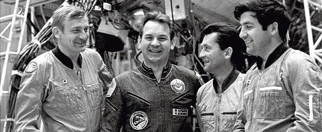 Od lewej: Mirosław Hermaszewski, Walerij Kubasow, Zenon Jankowski i Piotr Klimuk w Gwiezdnym Miasteczku. Niemal do końca nie będzie wiadomo, która drużyna poleci w kosmos / Fot. Alexander Mokletsov/Sputnik/East News