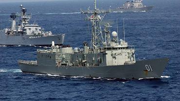 Należąca do Królewskiej Australijskiej Marynarki Wojennej fregata rakietowa typu Adelaide o numerze FFG 01.