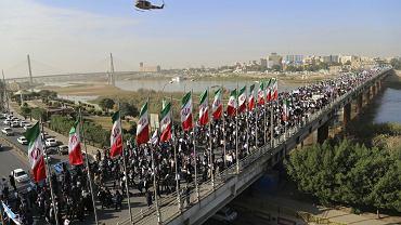 Prorządowa demonstracja w mieście Ahvaz w południowo-zachodnim Iranie, 3 stycznia 2018 r. To odpowiedź na tygodniową falę protestów przeciwko władzy ajatollahów, korupcji, bezrobociu i drożyźnie