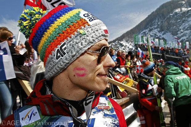Pi�ciu skoczk�w narciarskich w polskiej kadrze A