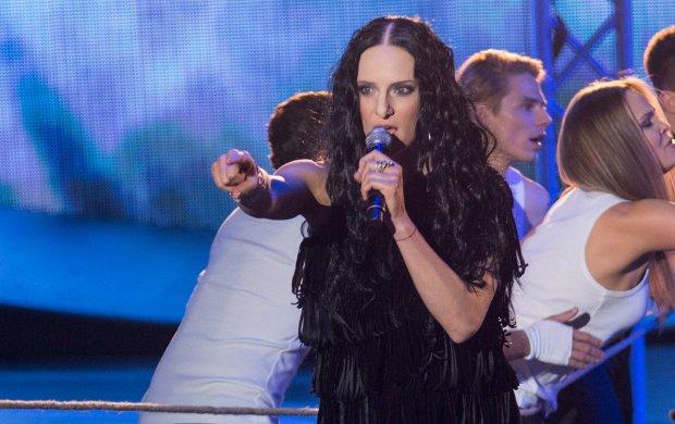 """Anna Czartoryska w """"Twoja Twarz Brzmi Znajomo"""" zmierzyła się Kayah i jej hitem sprzed dekady. Efekt zaskoczył nawet samą piosenkarkę."""