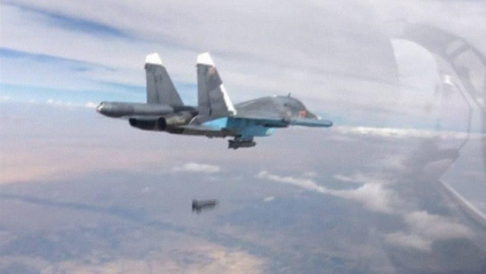 Rosyjski Su-34 zrzuca bombę na jeden z celów w Syrii