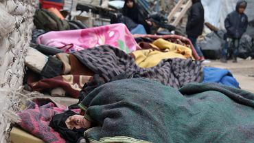 Syria, Aleppo. Chorzy mieszkańcy czekają na ewakuację