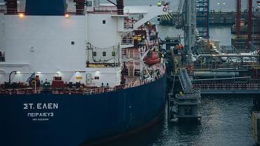 Dostawa ropy z USA. Tankowiec ' St . Helen ' dostarczył 600 tys . baryłek, Gdańsk 09.11.2017.