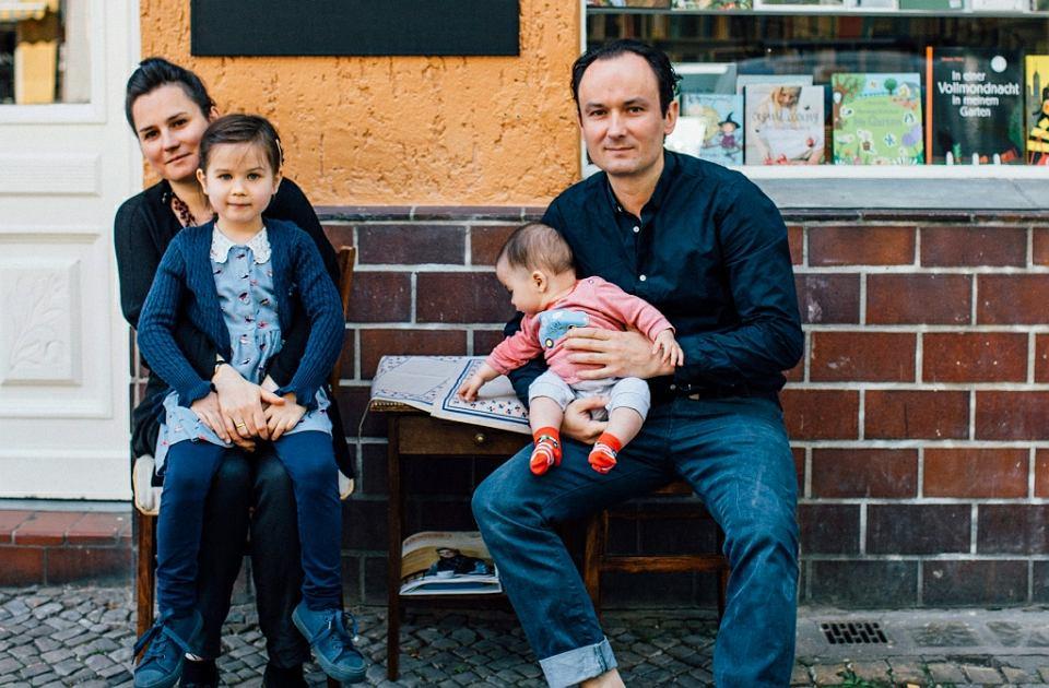Nina Müller i Marcin Piekoszewski z dziećmi