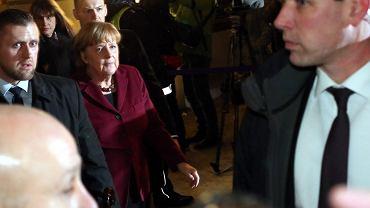 Hotel Bristol. Kanclerz Angela Merkel w drodze na spotkanie z prezesem PiS Jarosławem Kaczyńskim