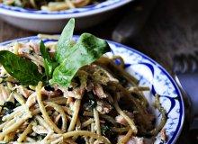 Spaghetti ze szpinakiem i �ososiem - ugotuj