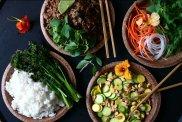 Pikantna, sma�ona wo�owina z tajsk� bazyli�, ry�em kokosowym i warzywami
