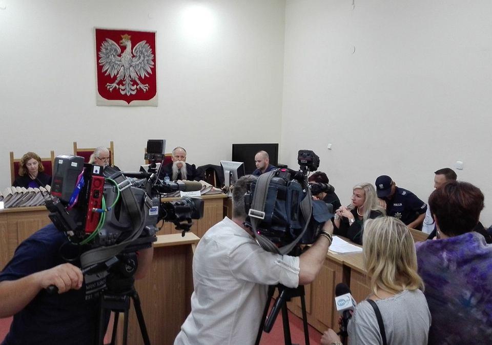 Przed Sądem Okręgowym w Katowicach zakończył się proces Marka G., byłego już podoficera wydziału do walki z przestępczością gospodarczą komendy w Sosnowcu. Jest on oskarżony o zamordowanie żony Anny Garskiej. Wyrok zostanie ogłoszony w piątek o godzinie 10