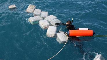 Ponad 100 opakowań kokainy zasypało plażę na Fiji | Zdjęcie ilustracyjne