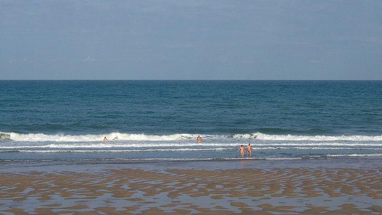 Francja. Plaża nudystów Montalivet/ CC BY-SA 3.0/ Clem Rotter,Rochester, Kent/ Wikimedia Commons