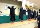 Tak si� bawi AWF: odebrali dyplomy i zacz�li ta�czy�. W togach! [WIDEO]