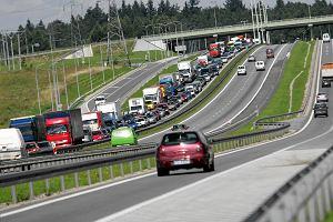 Parali� na drogach dojazdowych do Tr�jmiasta. Tysi�ce aut utkn�o w korkach [AKTUALIZUJEMY]