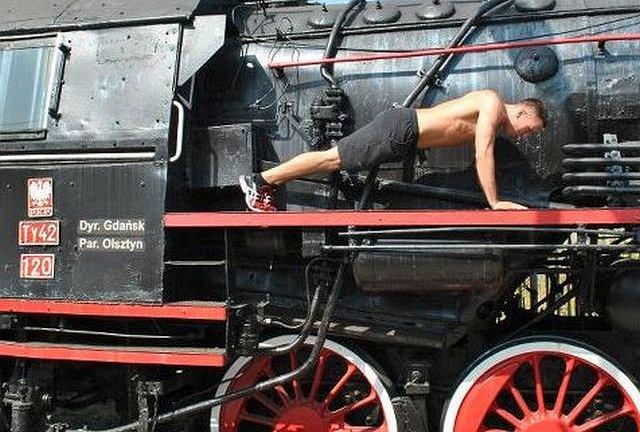 Michał Ficoń radzi, jak wyrzeźbić triceps