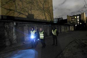 Plaga kradzie�y w domach. Mieszka�cy robi� patrole obywatelskie