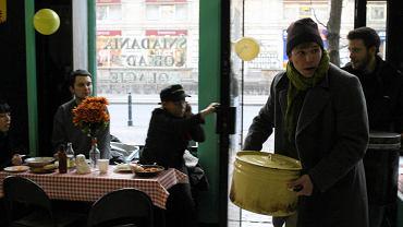 Bar Prasowy został przejęty przez młodych ludzi na kilka godzin