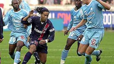 Nim przeszedl do Barcelony Ronaldinho grał w Paris Saint Germain's. Potrafił sobie radzić z kilkoma przeciwnikami jednoczesnie. Tak jest do dzisiaj.