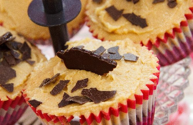 Babeczki czekoladowe z kremem z masła orzechowego