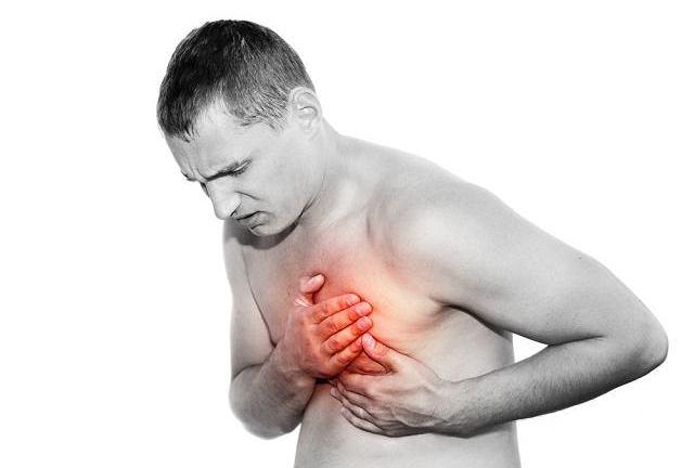 Jednym z objawów zapalenia mięśnia sercowego jest ból w klatce piersiowej