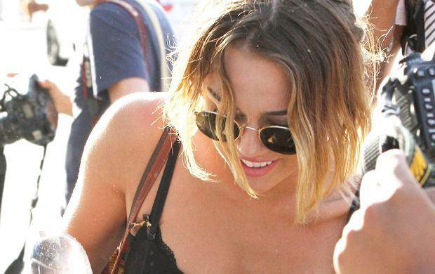 Miley Cyrus zapomnia�a o majtkach!