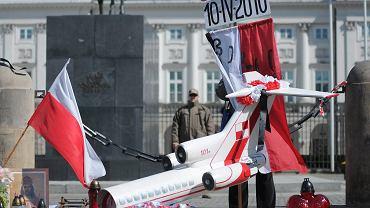 Model tupolewa pod Pałacem Prezydenckim