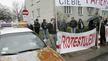Protest taksówkarzy przed siedzibą Agory